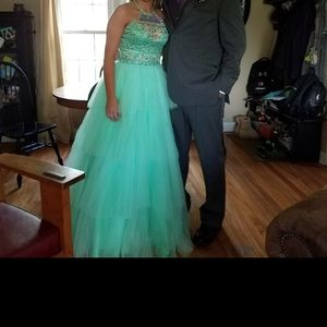 Dresses & Skirts - Beautiful mint green prom dress
